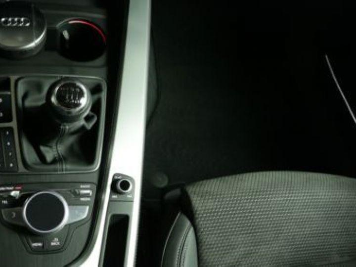 Audi A4 Avant 2.0 TDI 190CH S LINE GRIS   DAYTONA - 9