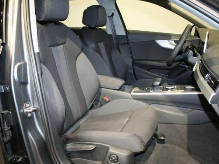 Audi A4 Avant 2L TFSI Quattro S TRONIC gris  - 9