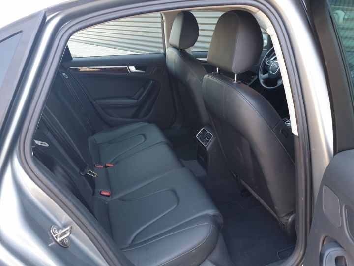 Audi A4 IV 2,0 TDI 143 AMBITION LUXE Gris Anthracite Métallisé Occasion - 7