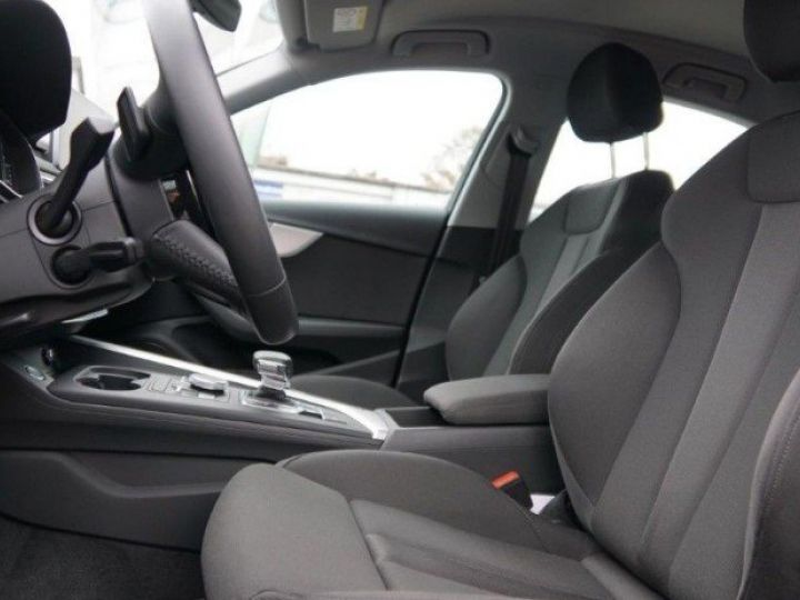 Audi A4 V 2.0 TFSI 190  Sport S-tronic(04/2018) noir métal - 10