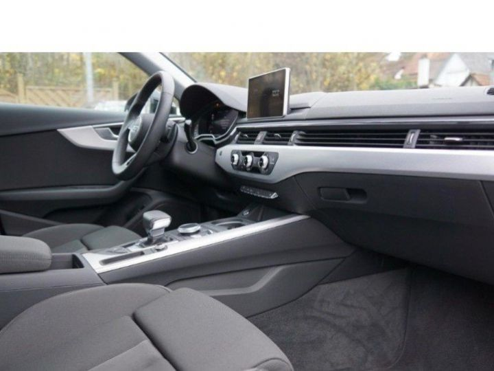 Audi A4 V 2.0 TFSI 190  Sport S-tronic(04/2018) noir métal - 15