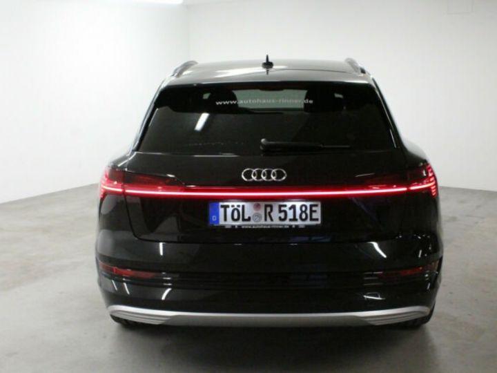 Audi E-tron noir - 4