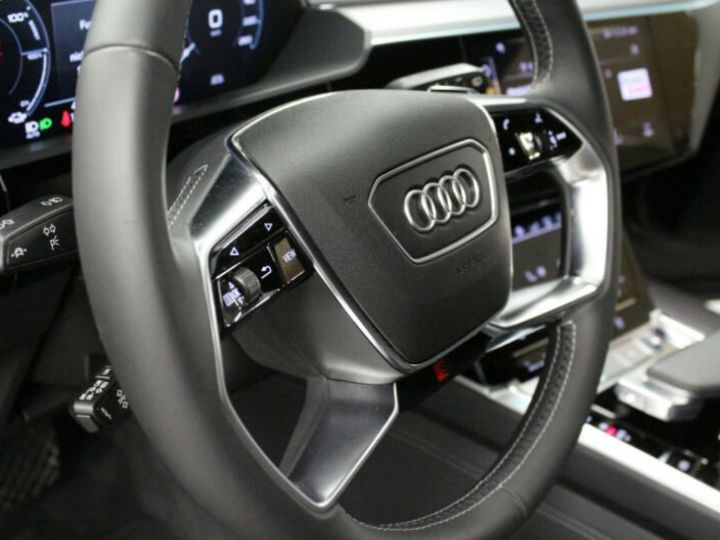 Audi E-tron noir - 7