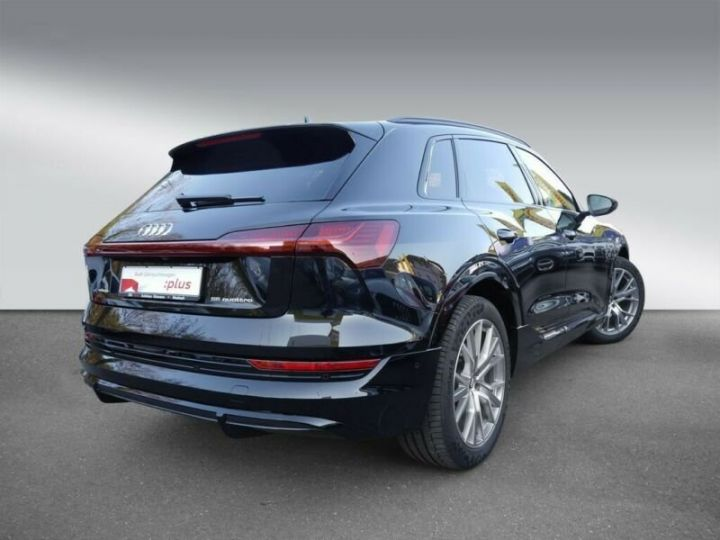 Audi E-tron s-line  noir mythos métallisé - 2