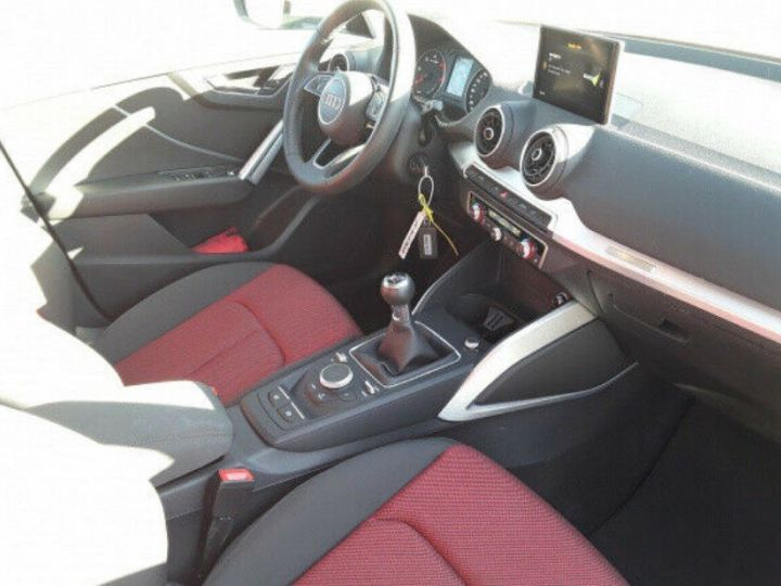 Audi Q2 sport 1.6 TDI 116 boite manuelle( blanc métal - 10