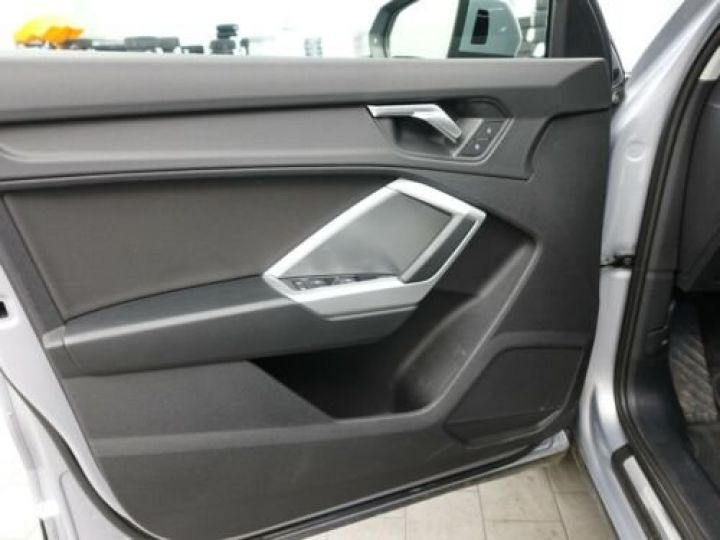 Audi Q3 35 TFSI S Tronic Advanced / Phare LED / Cockpit Virtuel /Régulateur adaptatif / GPS / Garantie 12 mois  Gris métallisée  - 7