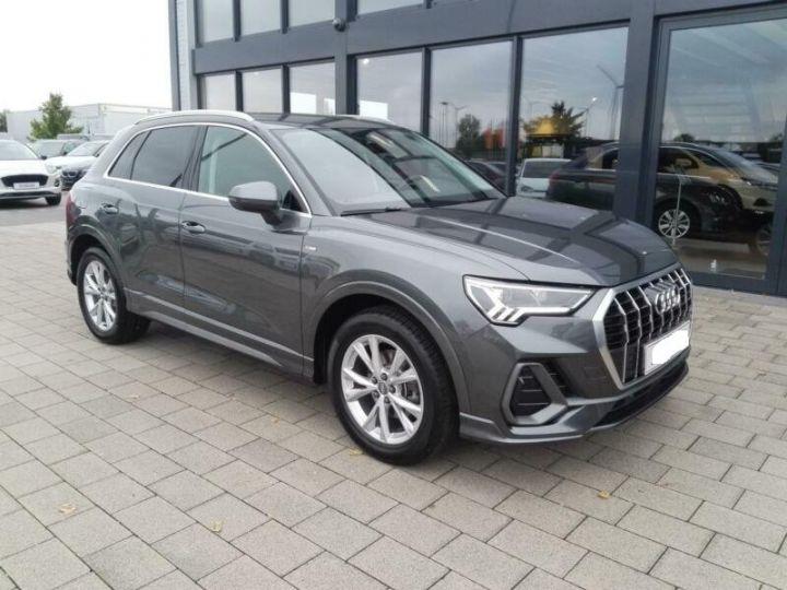 Audi Q3 # Hybride (essence/électricité) # Inclus Carte Grise,Malus écolo et livraison à domicile # Gris Peinture métallisée - 1
