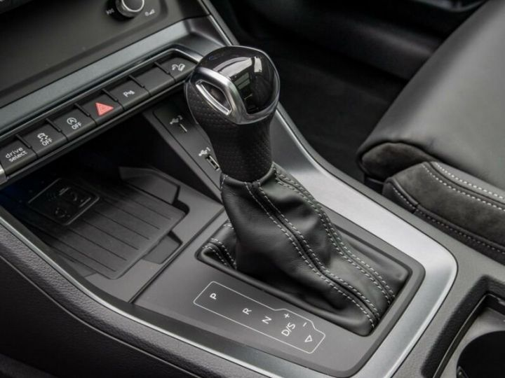 Audi Q3 S LINE  gris métallisé  - 9