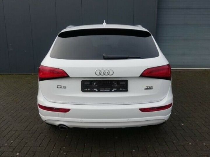 Audi Q5 2.0L TDI QUATTRO S LINE  BLANC - 5