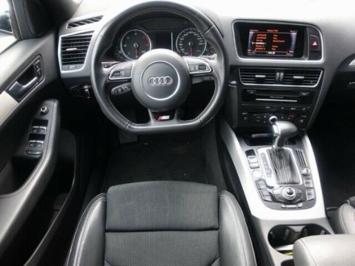 Audi Q5 2.0L TDI QUATTRO S LINE  BLANC - 9