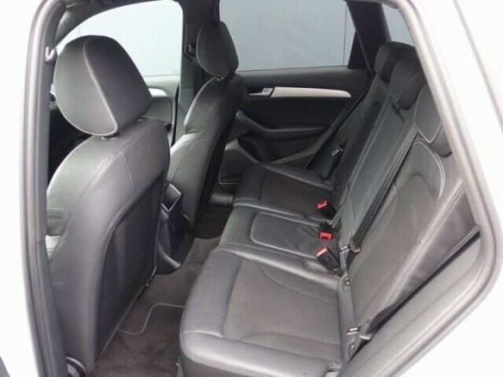 Audi Q5 2.0L TDI QUATTRO S LINE  BLANC - 10