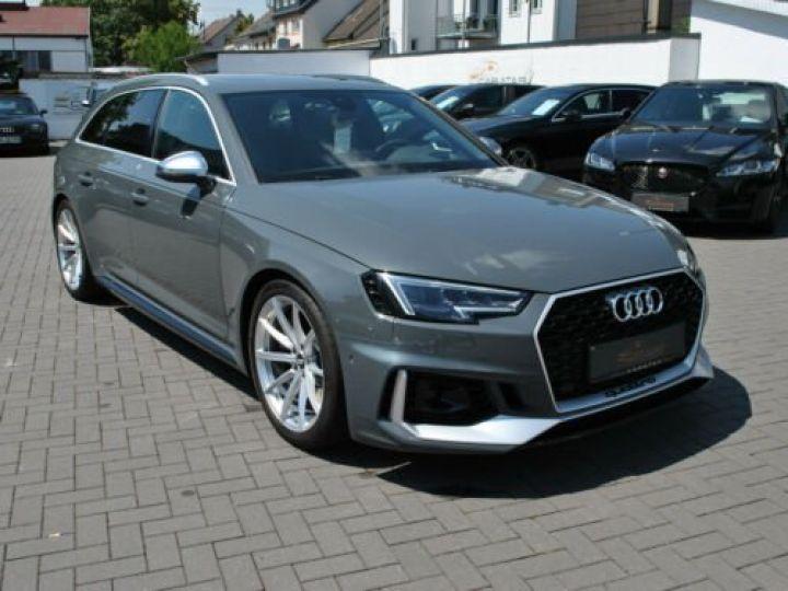 Audi RS4 Gris - 1
