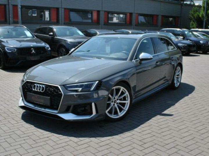 Audi RS4 Gris - 3