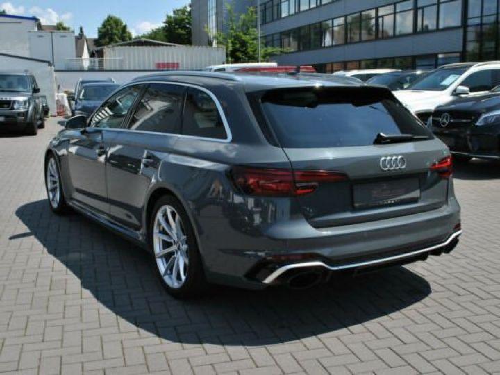 Audi RS4 Gris - 4