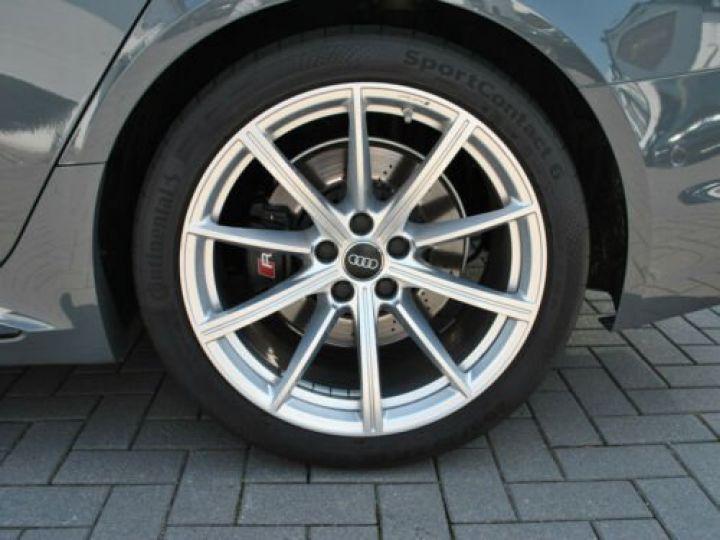 Audi RS4 Gris - 7