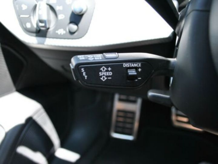 Audi RS4 Gris - 15