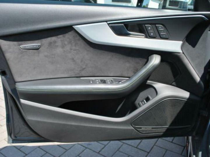 Audi RS4 Gris - 18