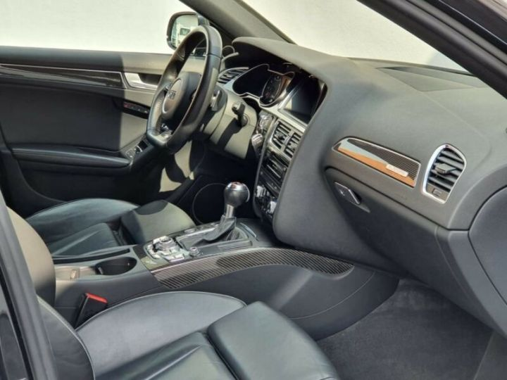 Audi RS4 4.2l FSI Quattro noir - 9