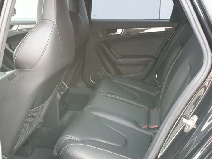 Audi RS4 4.2l FSI Quattro noir - 10
