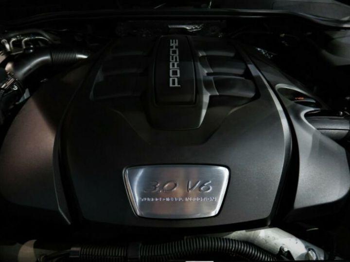 Audi RS6 noir - 13