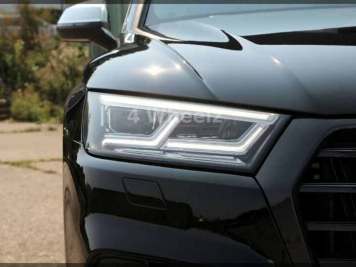Audi SQ5 noire - 8