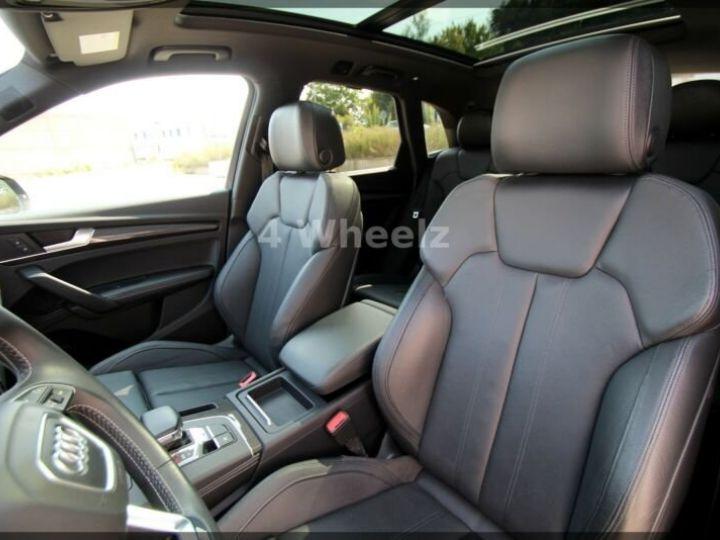 Audi SQ5 noire - 10