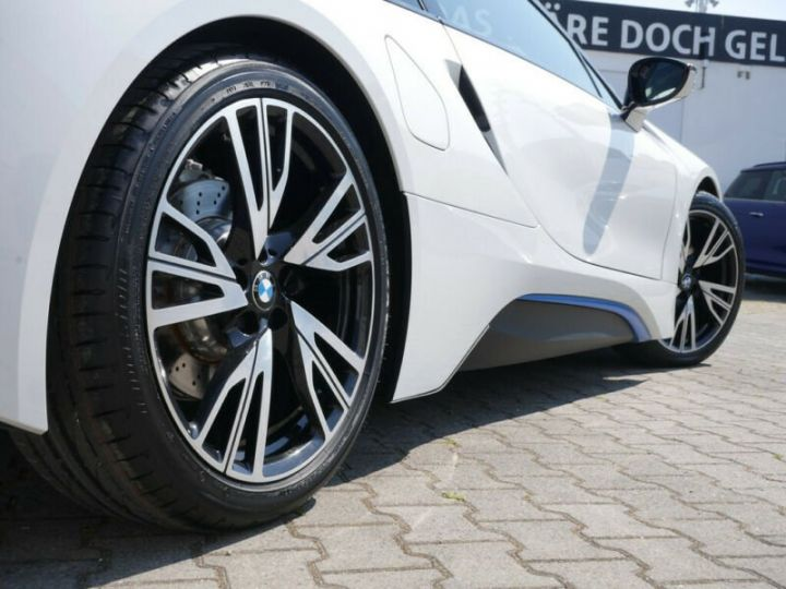 BMW i8 Coupé / ENCEINTE Harman/Kardon   AFFICHAGE Head-Up   GPS / BLUETOOTH / GARANTIE 12 MOIS  Noir et blanc - 5