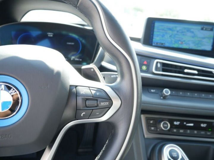 BMW i8 Coupé / ENCEINTE Harman/Kardon   AFFICHAGE Head-Up   GPS / BLUETOOTH / GARANTIE 12 MOIS  Noir et blanc - 12