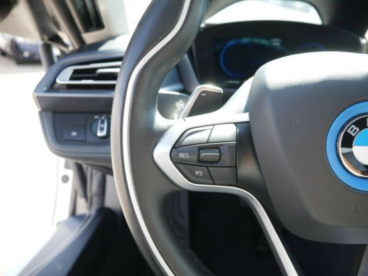 BMW i8 Coupé / ENCEINTE Harman/Kardon   AFFICHAGE Head-Up   GPS / BLUETOOTH / GARANTIE 12 MOIS  Noir et blanc - 13