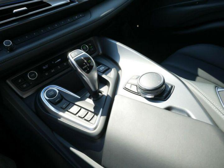 BMW i8 Coupé / ENCEINTE Harman/Kardon   AFFICHAGE Head-Up   GPS / BLUETOOTH / GARANTIE 12 MOIS  Noir et blanc - 14