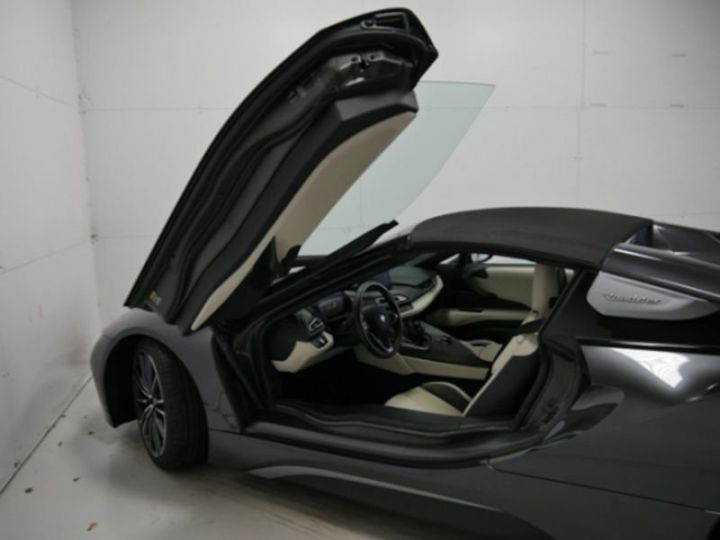 BMW i8 ROADSTER FROZEN GREY GRIS Occasion - 5