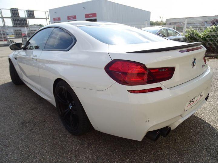 BMW M6 Coupe DKG7 560PS Véhicule Français FULL Options Echappements AKRAPOVIC blanc nacré - 5