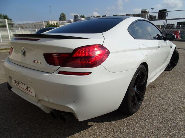 BMW M6 Coupe DKG7 560PS Véhicule Français FULL Options Echappements AKRAPOVIC blanc nacré - 7