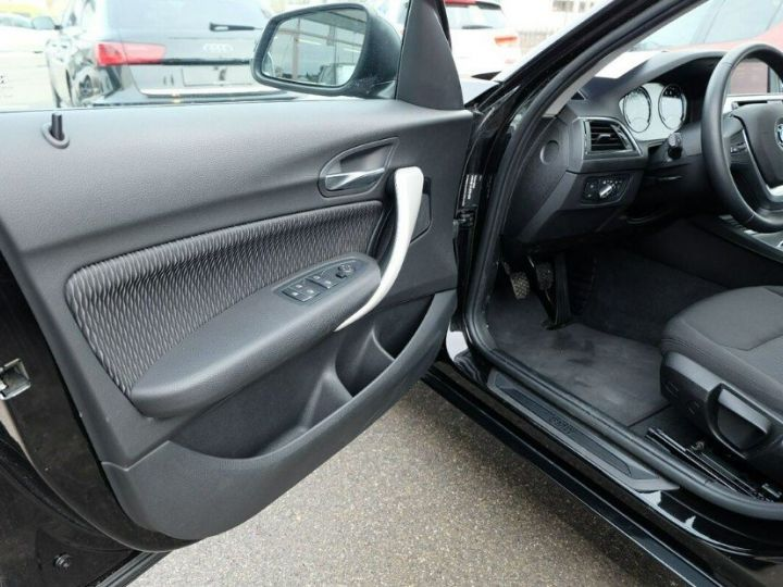 BMW Série 1 118i 1.5 136 sport (12/2017) noir métal - 13