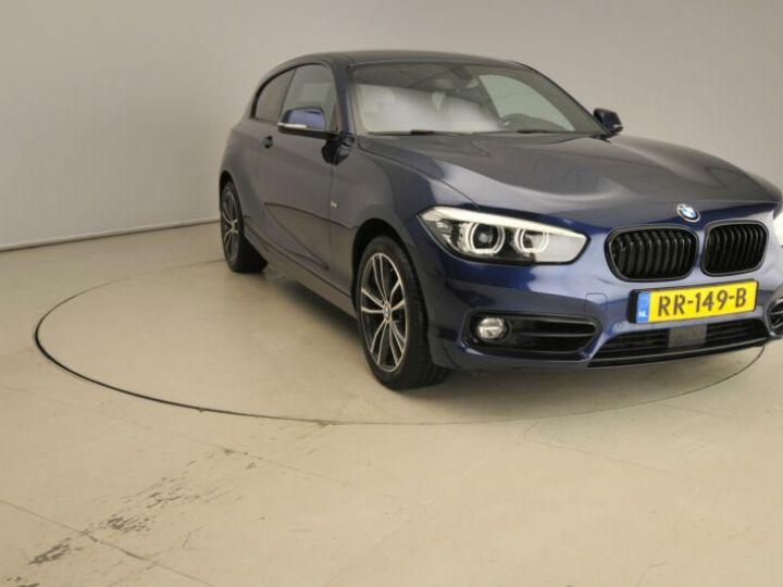 BMW Série 1 bleu nuit - 1