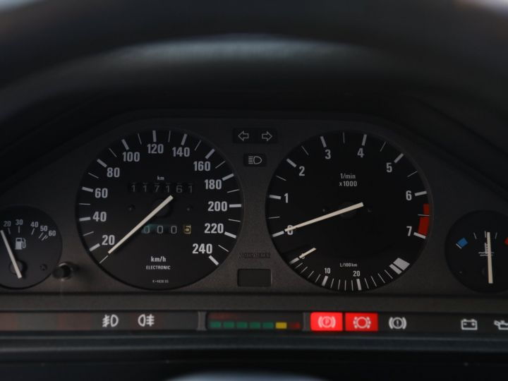 BMW Série 3 BMW 320I CABRIOLET E30 WORLDINE / 117000 KMS / BVM / VOLANT M Noir - 44