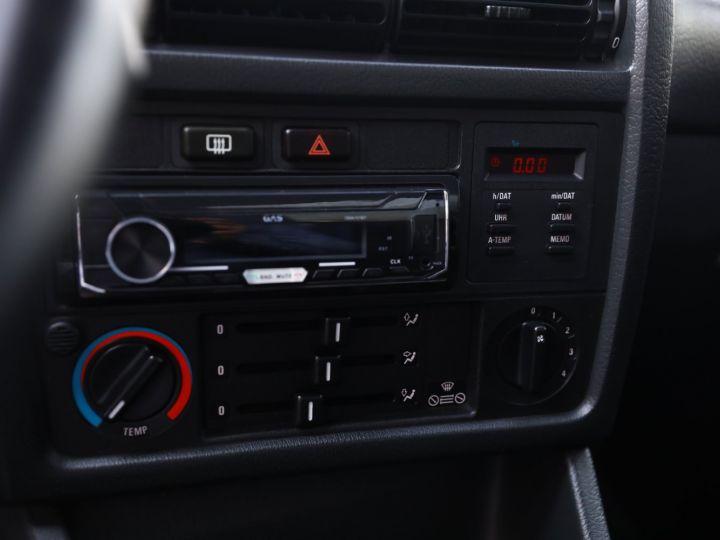 BMW Série 3 BMW 320I CABRIOLET E30 WORLDINE / 117000 KMS / BVM / VOLANT M Noir - 45