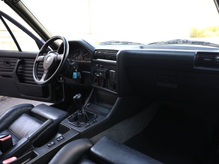 BMW Série 3 BMW 320I CABRIOLET E30 WORLDINE / 117000 KMS / BVM / VOLANT M Noir - 51