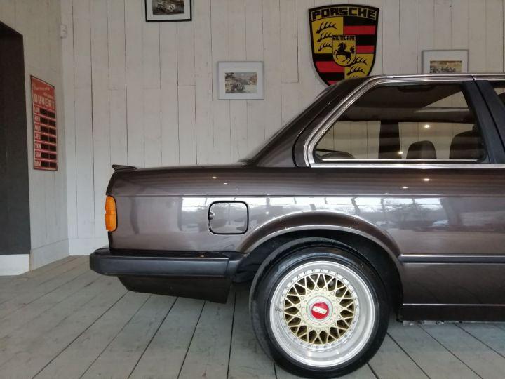 BMW Série 3 E30 325I 170 CV  Marron - 14