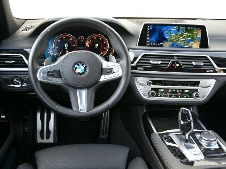 BMW Série 7 (G11) 730D XDRIVE 265 M SPORT BVA8 GRIS SINGAPOUR METAL - 6