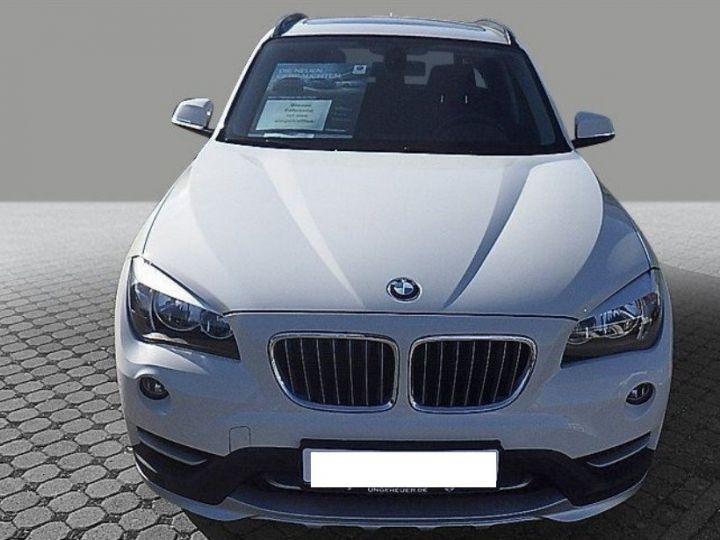 BMW X1 sDrive18d 143 xLINE Boite auto(05/2015) (Blanc) Alpine White - 1