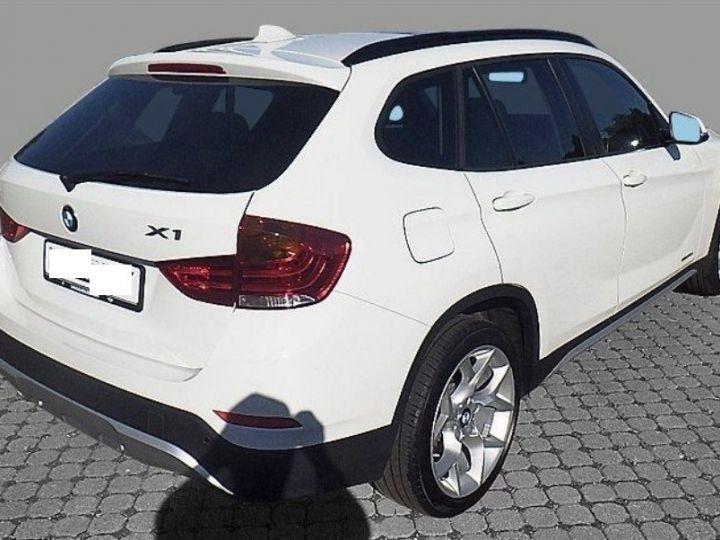 BMW X1 sDrive18d 143 xLINE Boite auto(05/2015) (Blanc) Alpine White - 3