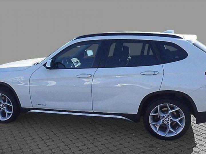 BMW X1 sDrive18d 143 xLINE Boite auto(05/2015) (Blanc) Alpine White - 4