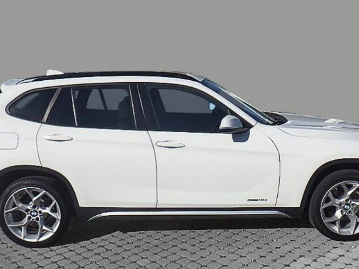 BMW X1 sDrive18d 143 xLINE Boite auto(05/2015) (Blanc) Alpine White - 5