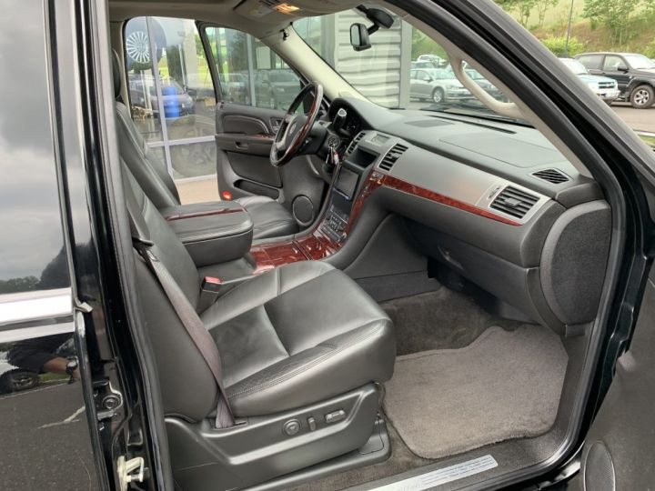 Cadillac ESCALADE 6.2 L V8 409 CV Luxury Noir - 6