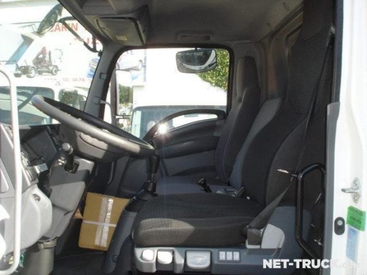 Camión Isuzu NQR Caja cerrada + Plataforma elevadora  - 5