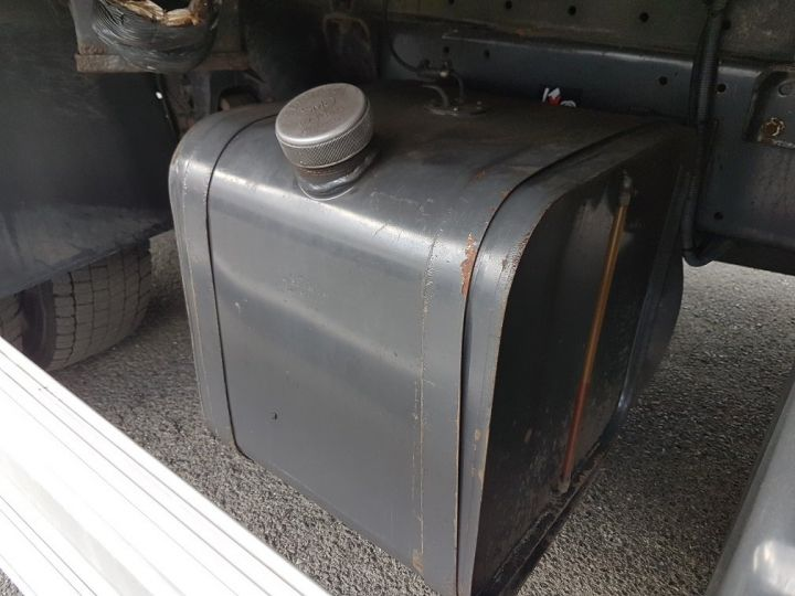 Camión Renault D Caja isotermo 12.210dti  spécial FLEURS BLANC - 11