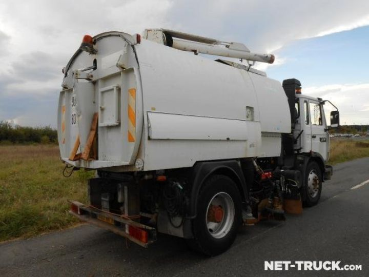 Camion porteur Renault Midliner Balayeuse - Laveuse  - 2