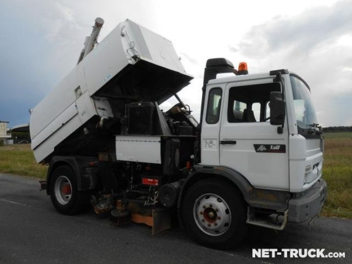 Camion porteur Renault Midliner Balayeuse - Laveuse  - 4