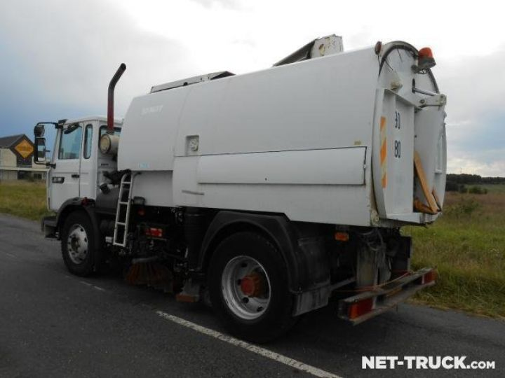 Camion porteur Renault Midliner Balayeuse - Laveuse  - 6
